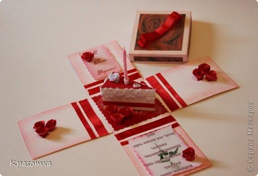 Очень мне понравились такие коробочки с сюрпризом. Эту сделали для нашей бабушки на день рождения. Свечка настоящая. Высота кусочка тортика 3,5см. фото 2