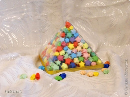 Давно влюблена в эти замечательные звездочки, но не было подходящей тары, и вот наконец-то коробка из-под конфет нашлась. Купила около 20 цветов офисной бумаги, и началось....... фото 4