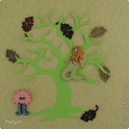 У лукоморья дуб зелёный; Златая цепь на дубе том: И днём и ночью кот учёный Всё ходит по цепи кругом; Идёт направо - песнь заводит, Налево - сказку говорит.    фото 2