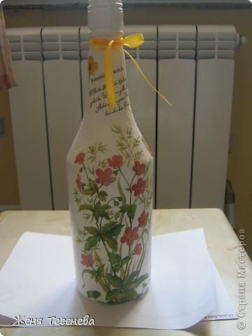 Дорогие мастерицы, посоветуйте пожалуйста!!! Как наклеить салфетку без складочек в том месте, где бутылка сужается? фото 1
