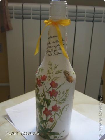 Дорогие мастерицы, посоветуйте пожалуйста!!! Как наклеить салфетку без складочек в том месте, где бутылка сужается? фото 2