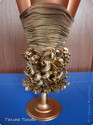 Вазу я сделала из одноразовых фужеров, декорировала эластичным носком и макаронами; ветки изготовила из пластиковых бутылок. Мастер-класс: http://masterica.maxiwebsite.ru/archives/6193#more-6193 фото 15