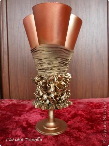 Вазу я сделала из одноразовых фужеров, декорировала эластичным носком и макаронами; ветки изготовила из пластиковых бутылок. фото 16