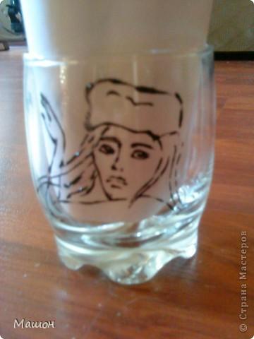 понадобилось:прозрачный стакан,витражные краски,зубочистка.. фото 3