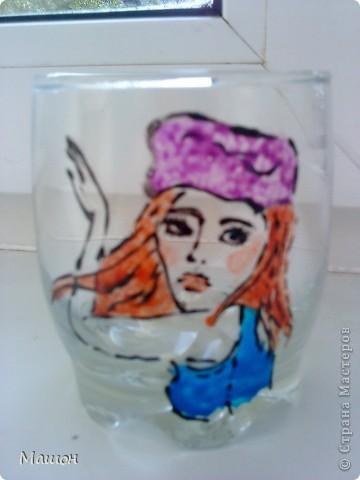 понадобилось:прозрачный стакан,витражные краски,зубочистка.. фото 5