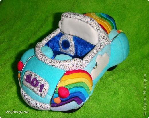 Вот такой автомобильчик я придумала сделать для нашей куколки (рост 7 см). фото 2