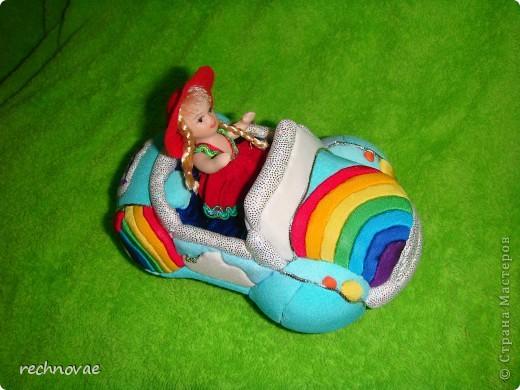 Вот такой автомобильчик я придумала сделать для нашей куколки (рост 7 см). фото 3