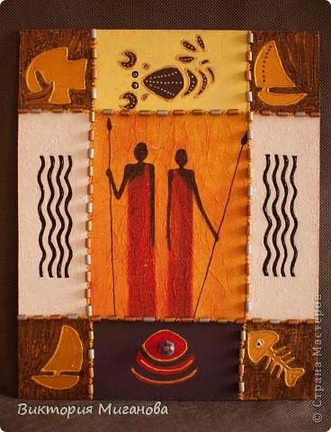 """Африка в бутылке.... Материал:бутылка (""""Старый мельник""""),соленое тесто,акриловые краски,объемный контур,дерев.бусины,вырезка из газеты,тесьма....  фото 3"""