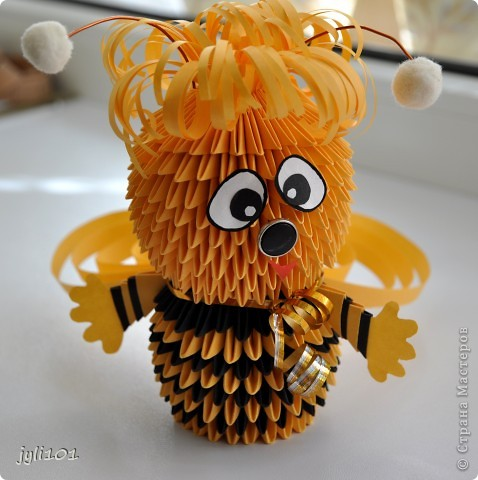 Видела здесь уже много красивых пчёлок,вот решила и свою показать)) фото 1