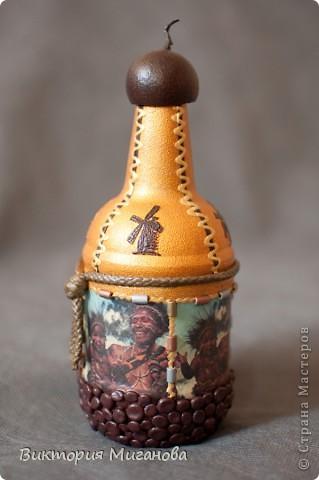 """Африка в бутылке.... Материал:бутылка (""""Старый мельник""""),соленое тесто,акриловые краски,объемный контур,дерев.бусины,вырезка из газеты,тесьма....  фото 1"""