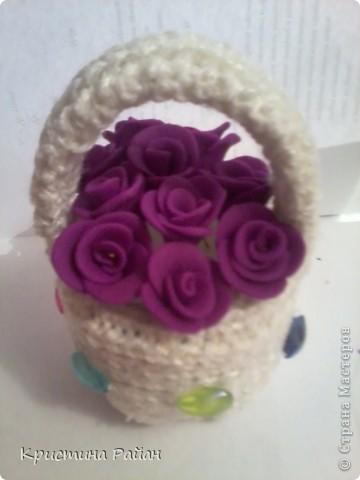 Корзина с розами (вязание на спицах+полимерный пластик)