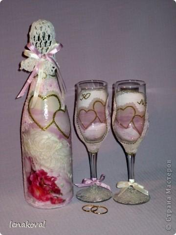 Завтра у подруги дочери свадьба. И мне сделали заказ на свадебную бутылку. Но что такое одна бутылка? В качестве подарка от себя решила декорировать бокалы. Невесте идея понравилась, и я приступила к работе. фото 1