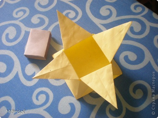 Это моя первая поделка в стиле оригами. С нее то все и началось.... Вот ссылка  http://www.loveorigami.info/  фото 2
