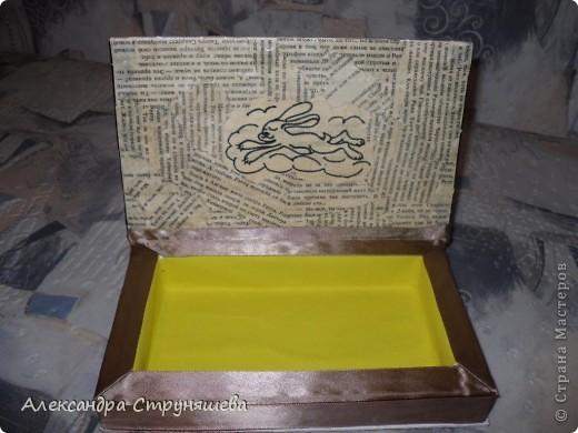 Шкатулку сделала на день рождения, идеи почерпнула в Стране мастеров и не только. Это ссылки по которым можно изучить процесс изготовления шкатулок из книги: http://stranamasterov.ru/node/132924, http://oceanidei.blogspot.com/2011/06/blog-post_29.html. Идея плетения лентами шахматкой взята из МК Наты Лапушки: http://stranamasterov.ru/node/173147. Всем огромное спасибо!  фото 7