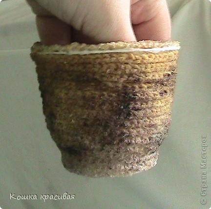 Неброский вазончик из бросового материала фото 6