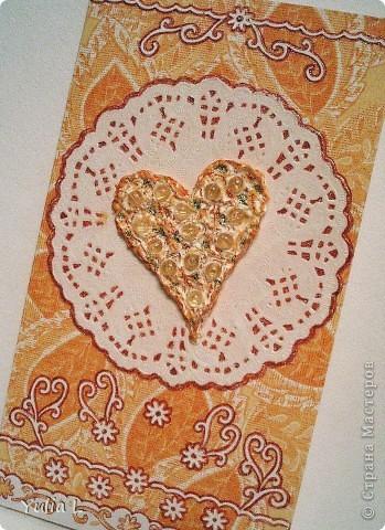 """Небольшая коллекция """"сердечных"""" открыток. Впервые попробовала технику вырезания. Шаблоны здесь http://stranamasterov.ru/node/44264. Бабочки вырезаны из скрап-бумаги, фон - двусторонний картон. фото 4"""