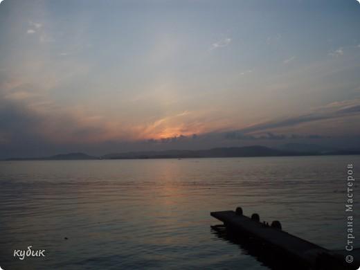 отдыхали у племянницы на даче неделю,у нее море почти на порог подбегает))) вот такой красивый закат на море фото 3
