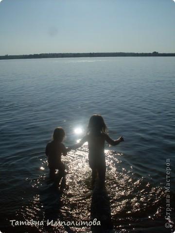 Небольшой отчет о том как мы проводим лето. Моя Варвара(1,10) и соседка Анечка (1,2)лепят из солёного теста фото 13