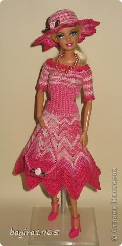 """Первые два весенних комплекта (розовый и бирюзовый) вязались в рамках игры """"Сюрприз"""" на сайте Кимберли.  Они сфотографированы и отправлены к своей новой хозяйке. Первый представляет куколка, которой у меня уже нет. фото 1"""