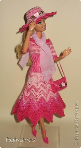"""Первые два весенних комплекта (розовый и бирюзовый) вязались в рамках игры """"Сюрприз"""" на сайте Кимберли.  Они сфотографированы и отправлены к своей новой хозяйке. Первый представляет куколка, которой у меня уже нет. фото 2"""