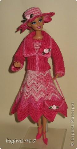 """Первые два весенних комплекта (розовый и бирюзовый) вязались в рамках игры """"Сюрприз"""" на сайте Кимберли.  Они сфотографированы и отправлены к своей новой хозяйке. Первый представляет куколка, которой у меня уже нет. фото 3"""