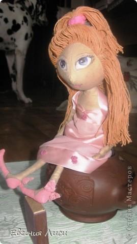 Вот такая девчушка у нас появилась. Хотела я сшить себе веселую девочку с улыбкой от уха до уха, но эти трогательные, тонюсенькие  ручки и ножки сразу начали упрямиться и требовать другой образ, ткань на платье, волосы..... фото 7