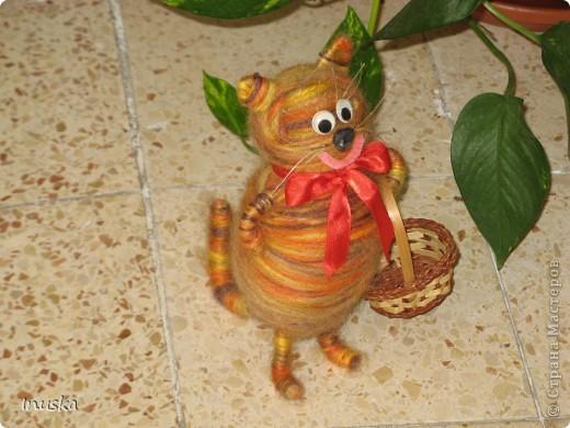 """Котик Мотик:) Немного переделала и добавила винограду в корзину... и сразу вспомнилась песня со словами: """"эх полным полна моя коробушка...""""  Теперь смотрю на котика и настроение поднимается.... Позитивный такой получился котейка:) фото 3"""