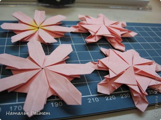 Кусочек лета своими руками.Кустик неувядающих цветов у себя дома. Как давно я мечтала сделать космеи - оригами.Ура они теперь со мной рядом. фото 9