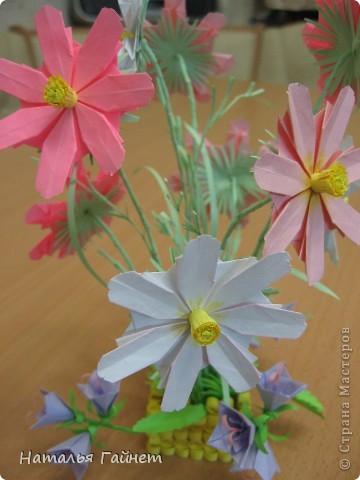 Кусочек лета своими руками.Кустик неувядающих цветов у себя дома. Как давно я мечтала сделать космеи - оригами.Ура они теперь со мной рядом. фото 6