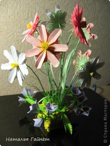 Кусочек лета своими руками.Кустик неувядающих цветов у себя дома. Как давно я мечтала сделать космеи - оригами.Ура они теперь со мной рядом. фото 28
