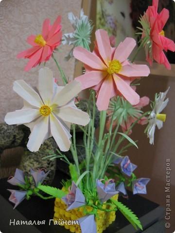 Кусочек лета своими руками.Кустик неувядающих цветов у себя дома. Как давно я мечтала сделать космеи - оригами.Ура они теперь со мной рядом. фото 32