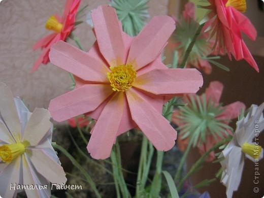 Кусочек лета своими руками.Кустик неувядающих цветов у себя дома. Как давно я мечтала сделать космеи - оригами.Ура они теперь со мной рядом. фото 4
