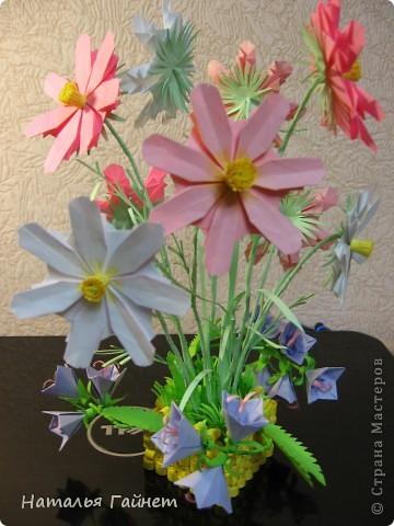 Кусочек лета своими руками.Кустик неувядающих цветов у себя дома. Как давно я мечтала сделать космеи - оригами.Ура они теперь со мной рядом. фото 2