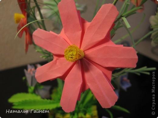 Кусочек лета своими руками.Кустик неувядающих цветов у себя дома. Как давно я мечтала сделать космеи - оригами.Ура они теперь со мной рядом. фото 3