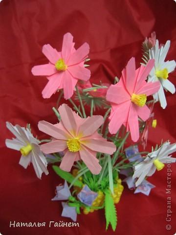 Кусочек лета своими руками.Кустик неувядающих цветов у себя дома. Как давно я мечтала сделать космеи - оригами.Ура они теперь со мной рядом. фото 30