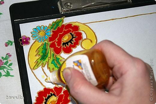 """Фоторамка """"Маки"""". Роспись витражными красками. Материалы: набор витражных красок для детского творчества, золотой контур, фоторамка формата А4. Сложность: для начинающих, с небольшим пробным опытом. Этот урок я делала для своих сестрёнок. фото 11"""