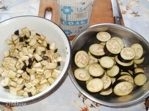 Здравствуйте уважаемые Мастера!Предлагаю Вам рецепты блюд которые любят в нашей семье.Всё делала в один день и по этому всё вместе.Итак,начнём))Вот овощи из которых я буду готовить,всё брала на глаз фото 3