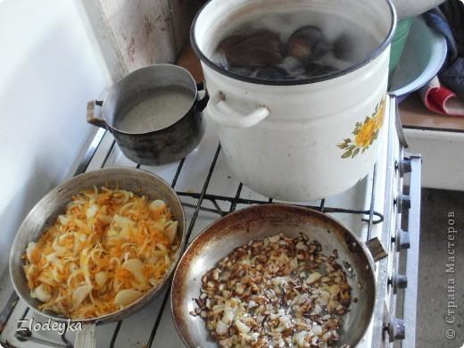 Здравствуйте уважаемые Мастера!Предлагаю Вам рецепты блюд которые любят в нашей семье.Всё делала в один день и по этому всё вместе.Итак,начнём))Вот овощи из которых я буду готовить,всё брала на глаз фото 7