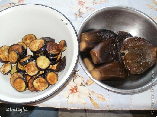 Здравствуйте уважаемые Мастера!Предлагаю Вам рецепты блюд которые любят в нашей семье.Всё делала в один день и по этому всё вместе.Итак,начнём))Вот овощи из которых я буду готовить,всё брала на глаз фото 12