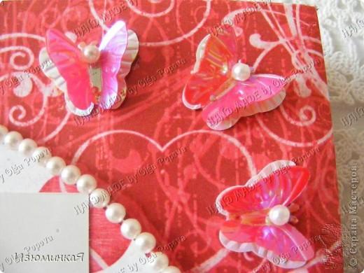 Это коробочка, в которой любимый получил свой подарок :) Украшения - атласные ленты и квиллинговый цветочек. фото 5