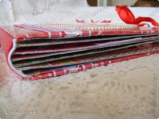 Это коробочка, в которой любимый получил свой подарок :) Украшения - атласные ленты и квиллинговый цветочек. фото 7