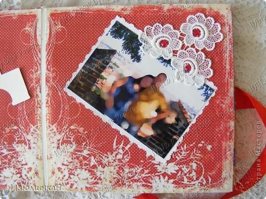 Это коробочка, в которой любимый получил свой подарок :) Украшения - атласные ленты и квиллинговый цветочек. фото 10