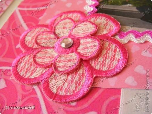 Это коробочка, в которой любимый получил свой подарок :) Украшения - атласные ленты и квиллинговый цветочек. фото 16