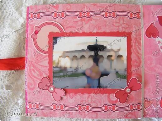 Это коробочка, в которой любимый получил свой подарок :) Украшения - атласные ленты и квиллинговый цветочек. фото 18