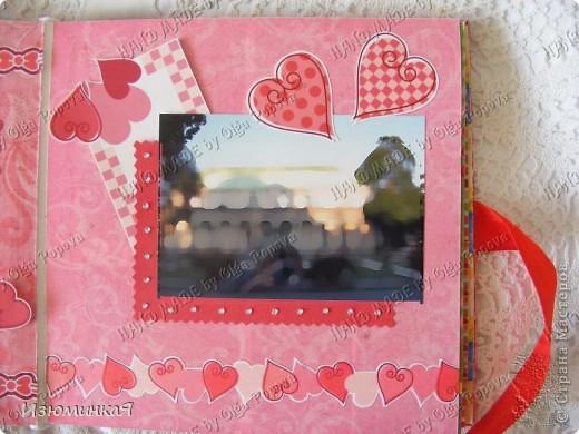 Это коробочка, в которой любимый получил свой подарок :) Украшения - атласные ленты и квиллинговый цветочек. фото 21