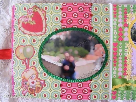 Это коробочка, в которой любимый получил свой подарок :) Украшения - атласные ленты и квиллинговый цветочек. фото 25