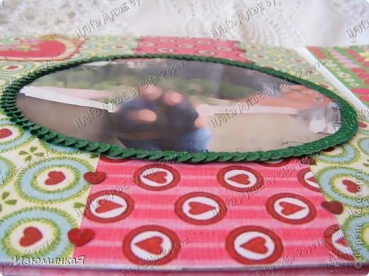 Это коробочка, в которой любимый получил свой подарок :) Украшения - атласные ленты и квиллинговый цветочек. фото 26