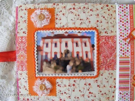 Это коробочка, в которой любимый получил свой подарок :) Украшения - атласные ленты и квиллинговый цветочек. фото 32