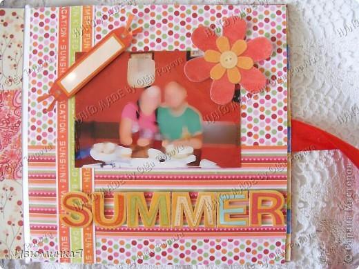 Это коробочка, в которой любимый получил свой подарок :) Украшения - атласные ленты и квиллинговый цветочек. фото 34