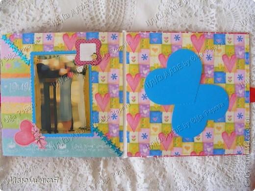 Это коробочка, в которой любимый получил свой подарок :) Украшения - атласные ленты и квиллинговый цветочек. фото 38